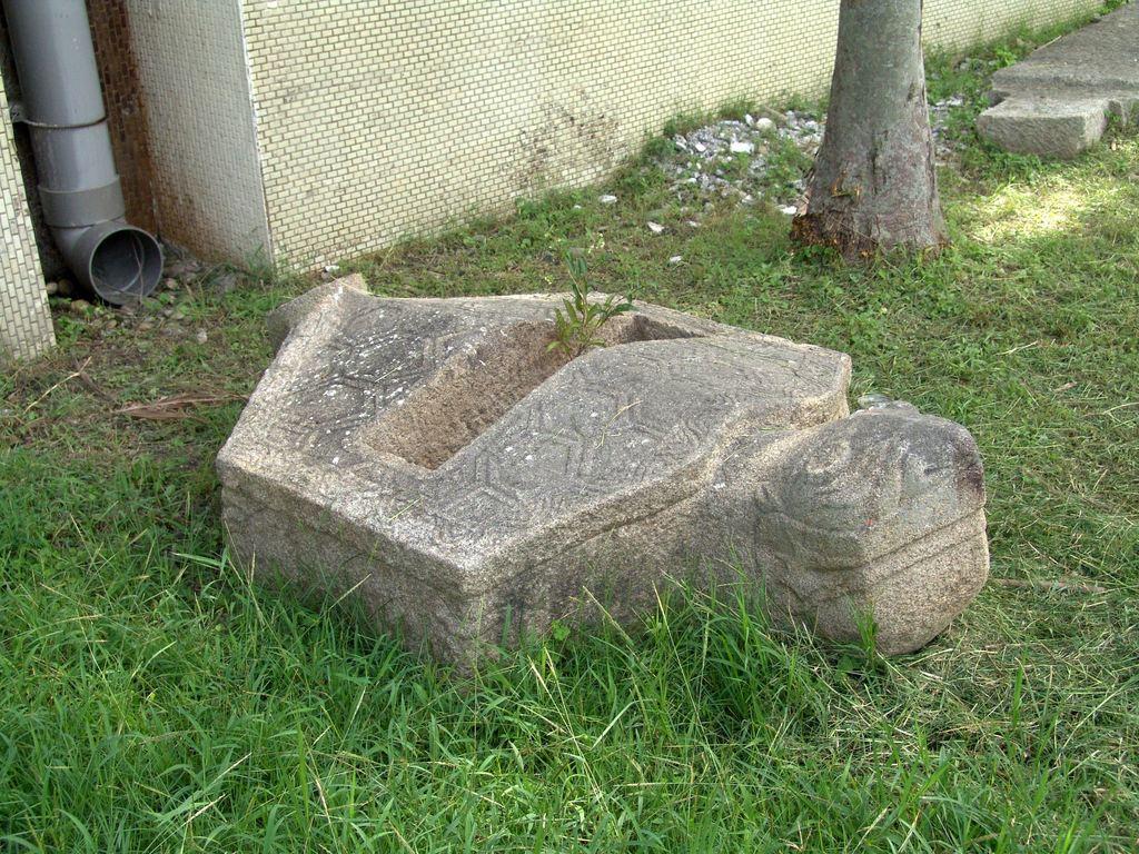 八卦龜含碑
