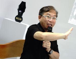 藝術講座講者顏名宏